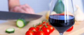 Канадец прави вино от домати