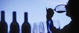 Как чашата помага на виното