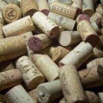 Коркът остава във виното
