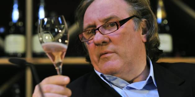 Депардийо пиел по 14 бутилки вино на ден
