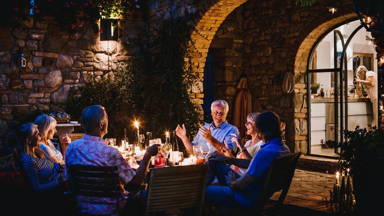 Изследователите откриват умереното пиене на вино не увеличава риска от деменция