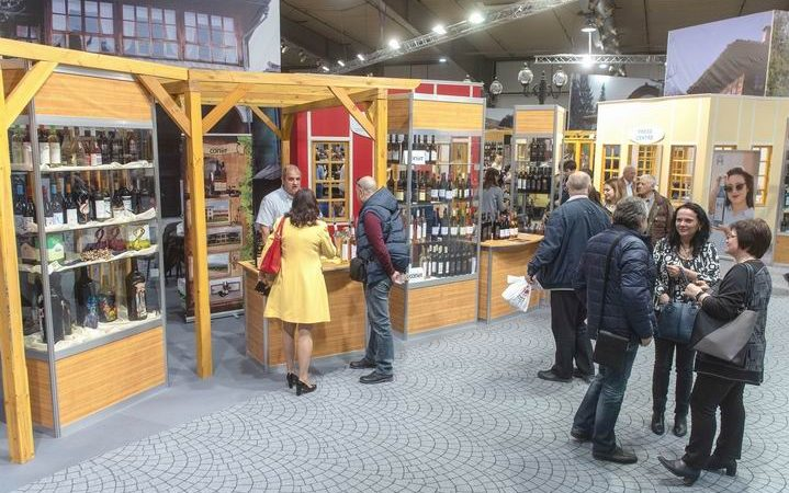 """Изложбата """"Винария 2020"""" изненадва с богата селекция от напитки"""