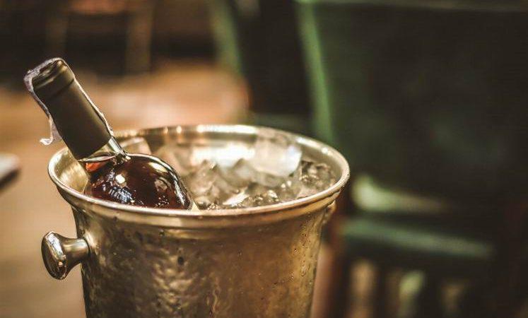 Защо трябва да пиете червените си вина охладени, според експертите