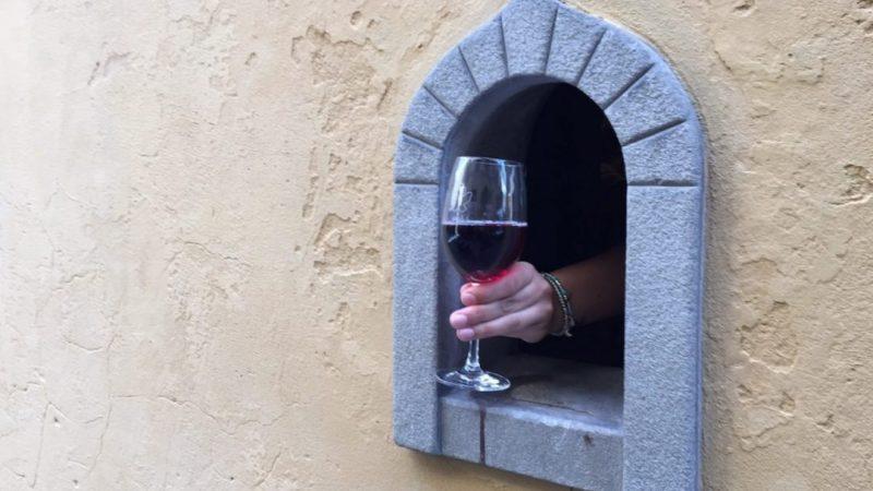 """Италия възражда древната традиция на """"винените прозорци"""""""